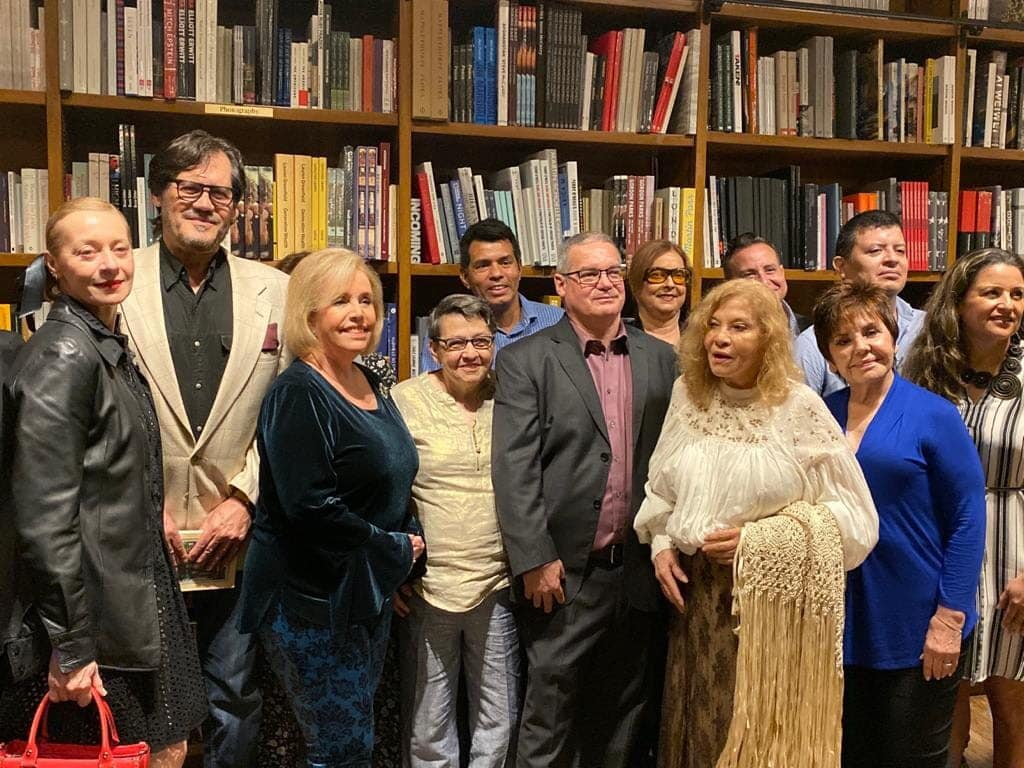The poets of La Floresta Interminable: poetas de Miami gathered at Books and Books